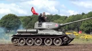 Русский танк Т-34 в Англии на шоу