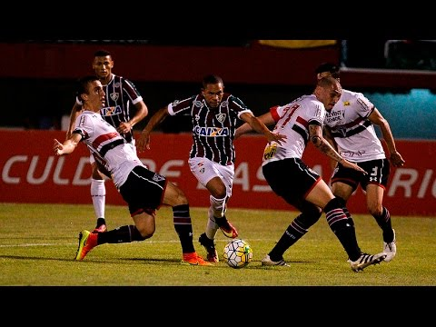 Wellington HUMILHA defesa do São Paulo, sofre pênalti e marca golaço
