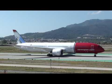 Norwegian Boeing 787-900 Dreamliner LN-LNJ Taxing Malaga LEMG