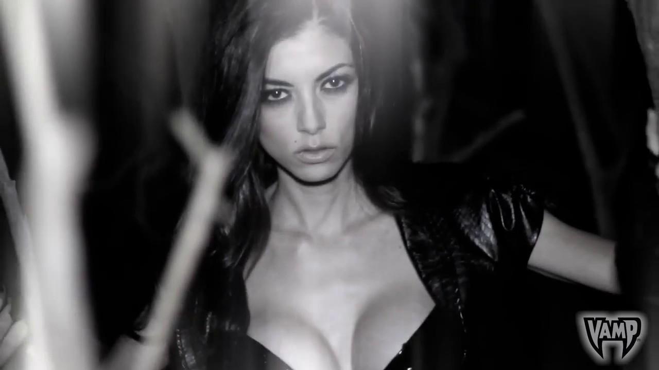 Девушка сексуальная вампирша