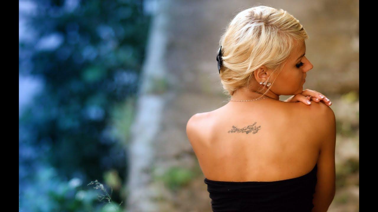 блондинка с татуировкой на пояснице видео