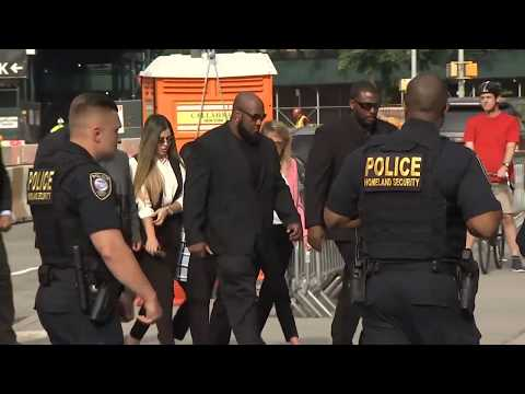 El Chapo's Wife Arrives At NYC Court For Drug Lord's Sentencing | NBC New York