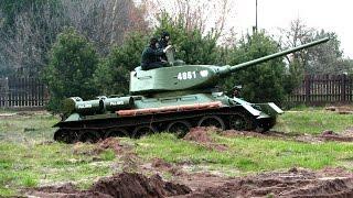 WORLD WAR II TANK T-34-85