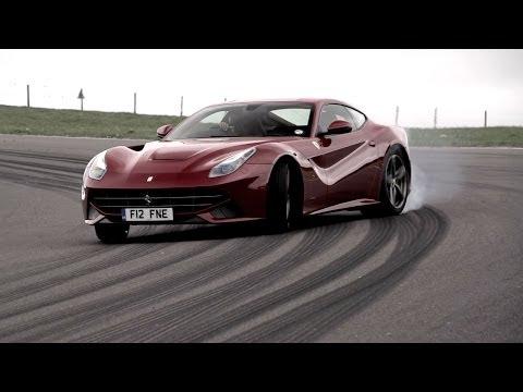 Chris Harris, barra libre de neumáticos y el Ferrari F12 Berlinetta