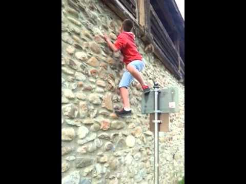 Albaner klettert die stadtmauer hoch in isny