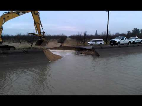 Highline Canal Failure In Hilmar-Irwin California 01-20-2012
