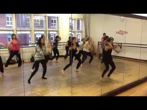 Gallan Goodiyaan I Bollywood Dance Routine | Dil Dhadakne Do | Beginner Choreography  @Nileeka
