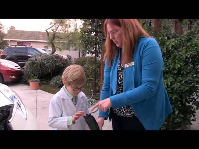 Prof. Elliot Visits Maddi Hausmann and her Nissan Leaf