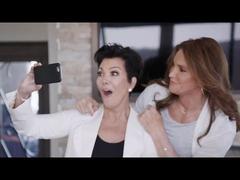Caitlyn And Kris Jenner Snap A Selfie On I Am Cait Finale