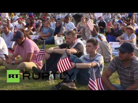USA: Hundreds of American Muslims rally against IS and Islamophobia