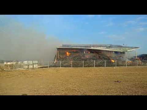 צפו: מתבן גדול עולה באש, לאחר שהוצת בידי ערבים