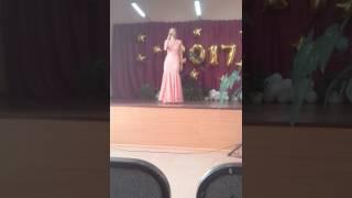 Выпускной поёт девушка 11 класс