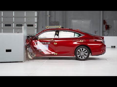 2019 Lexus ES 350 Drivers-side Small Overlap IIHS Crash Test
