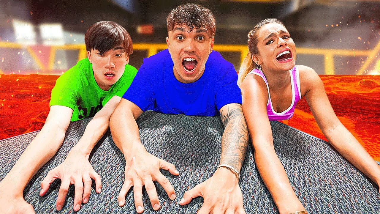 FLOOR IS LAVA IN TRAMPOLINE PARK (EXTREME)