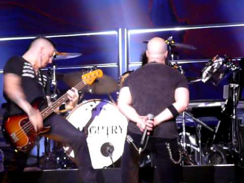 "DAUGHTRY ""Whipping Post"" Live in Duluth, GA"