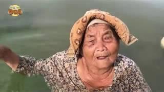 Ngoại Bảy 85 tuổi dầm mình dưới nước bán từng con ốc, nghe câu chuyện chỉ biết khóc!!!
