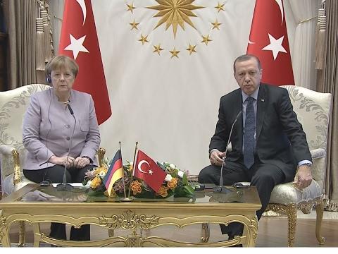 Erster Staatsbesuch seit Putschversuch:  Merkel pocht bei Erdogan auf Meinungsfreiheit