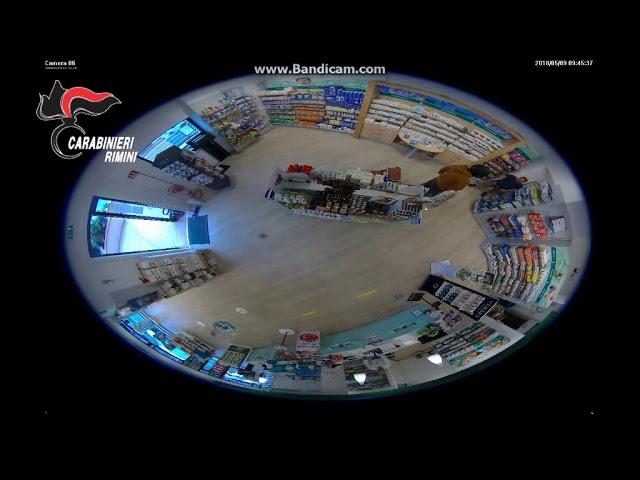 Il video della rapina alla farmacia di via Clementini. Arrestato il colpevole