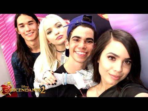 VK's take over Disneyland 🎉 + descendants 2