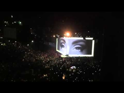 Adele - Hello (Live at Mercedes-Benz Arena Berlin 07.05.2016)