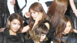 [Fancam] 101209 Yoona SNSD - ending photo time - Stafaband