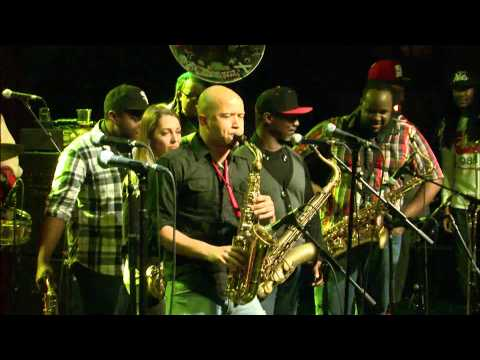 "The Soul Rebels Sax Jam ft Karl Denson/Casey/Niswanger/Fouche - ""Pass The Peas"""