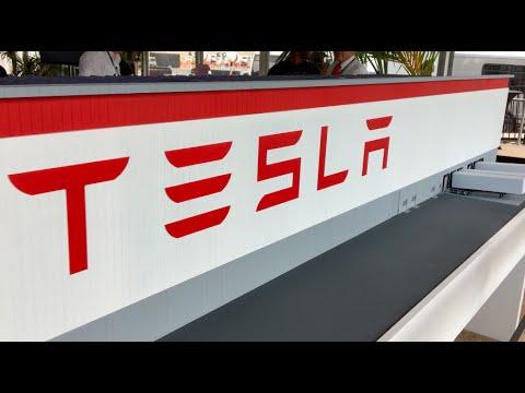 m1kTV0071 Tesla Gigafactory Opening
