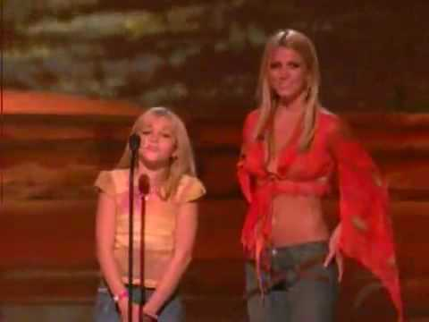 Britney Spears and little sister Jamie Lynn Spears - Teen Choice Awards 2002 HQ