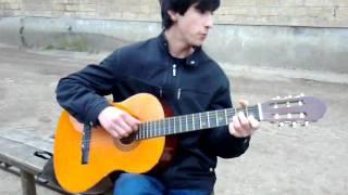 Парень с Дагестана красиво играет на гитаре