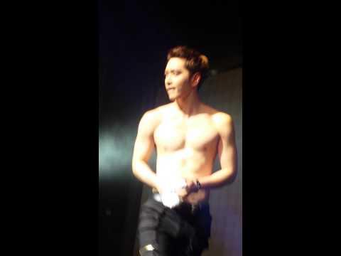 2pm Go Crazy Tour- Chansung takes off his shirt