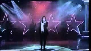 Laura Pausini - Amores Extraños.