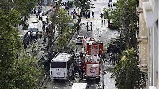 شاهد.. سقوط 11 قتيلًا بينهم 7 رجال شرطة في انفجار إسطنبول
