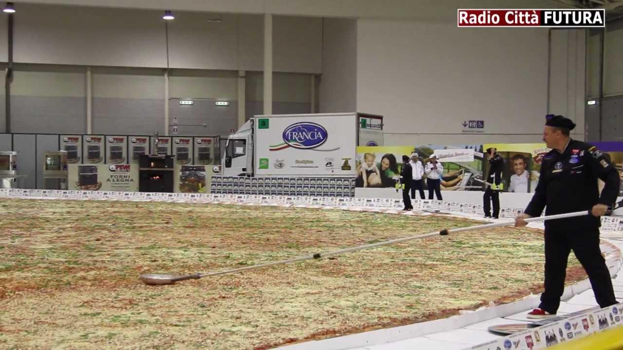Ottavia la pizza pi grande del mondo hd youtube for La villa piu grande del mondo