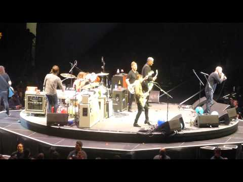 Foo Fighters - Two Headed Dog (with Nick Oliveri) (The Forum,Los Angeles CA 1/10/15)