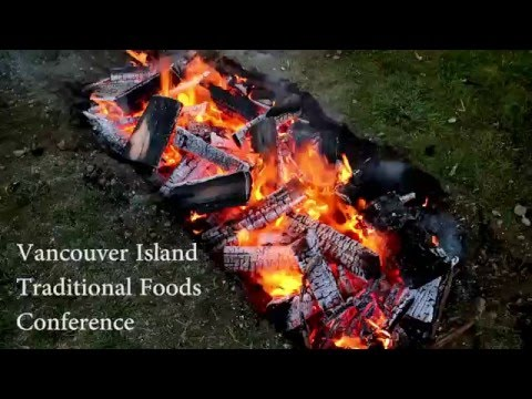 How to cook food in a pit cook at the Traditional Island Food Conference