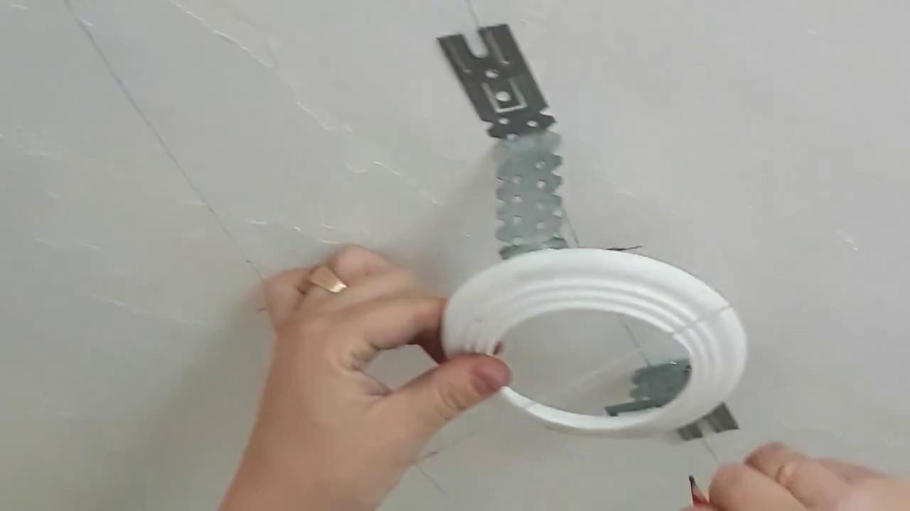 монтаж НАТЯЖНОГО ПОТОЛКА. Технология монтажа. Расположение светильников на потолке.