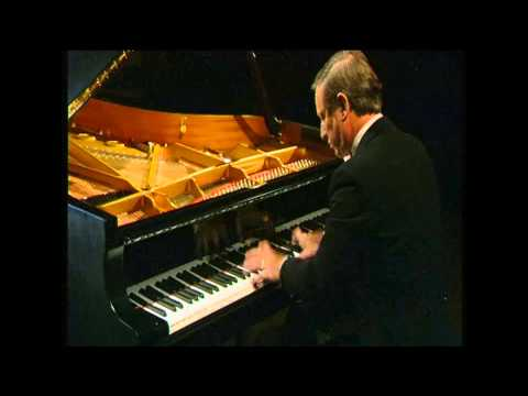 Martin Jones performs Percy Grainger's 'Country Gardens'
