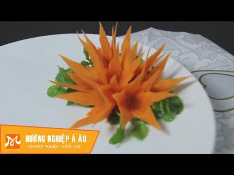 Học cắt tỉa hoa ly nghệ thuật từ cà rốt Hướng Nghiệp Á Âu