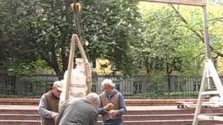 Hrdlicka Andenken , Aufbau in der Klosterruine Berlin 7.05.14