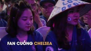 Hot girl từ Hà Nội vào TP.HCM tặng nón lá cho Drogba