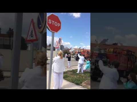 Los sanitarios del Punta Europa aplauden a la Infantería de Marina