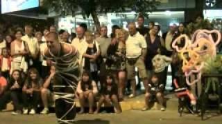 Diego Segura, magia y escapismo en la calle  La falda, Córdoba  Peatonal Eden