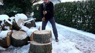 richtig brennholz spalten mit fiskars spaltaxt x25
