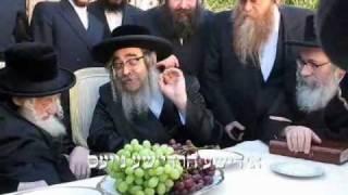 satmar rebbe visits sklener rebbe in palm springs teves 5770