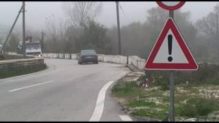 Kërçovari përplas veturën e tij me një qen në Tetovë !