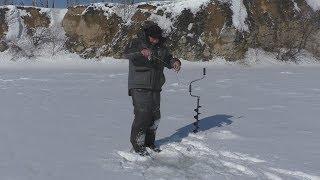 ЗАЦЕПИЛА МЕНЯ эта РЫБА Леска трещит Ловля на блесну со льда Рыбалка на карьере