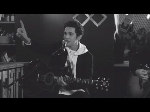 "Austin Mahone ""Why Don't We"" Acoustic from Paris"