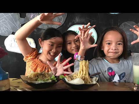Cara dan Tips Membuat Mie Melayang di Udara   Zara makan Mie Terbang   Mie Magic