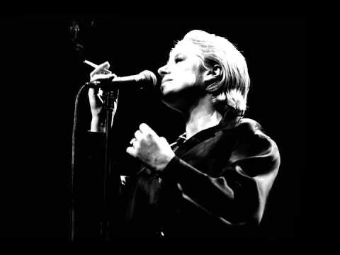 """Marianne Faithfull sings """"Wild Horses"""" live 