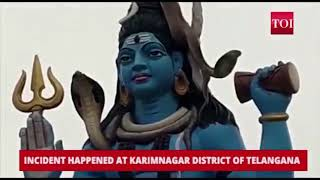 Viral video Cobra climbs stop statue of Lord Shiva